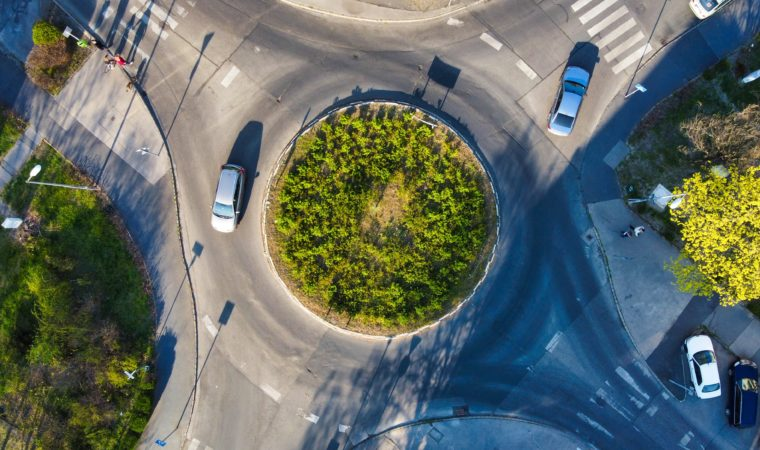 How to Safely Navigate a Roundabout